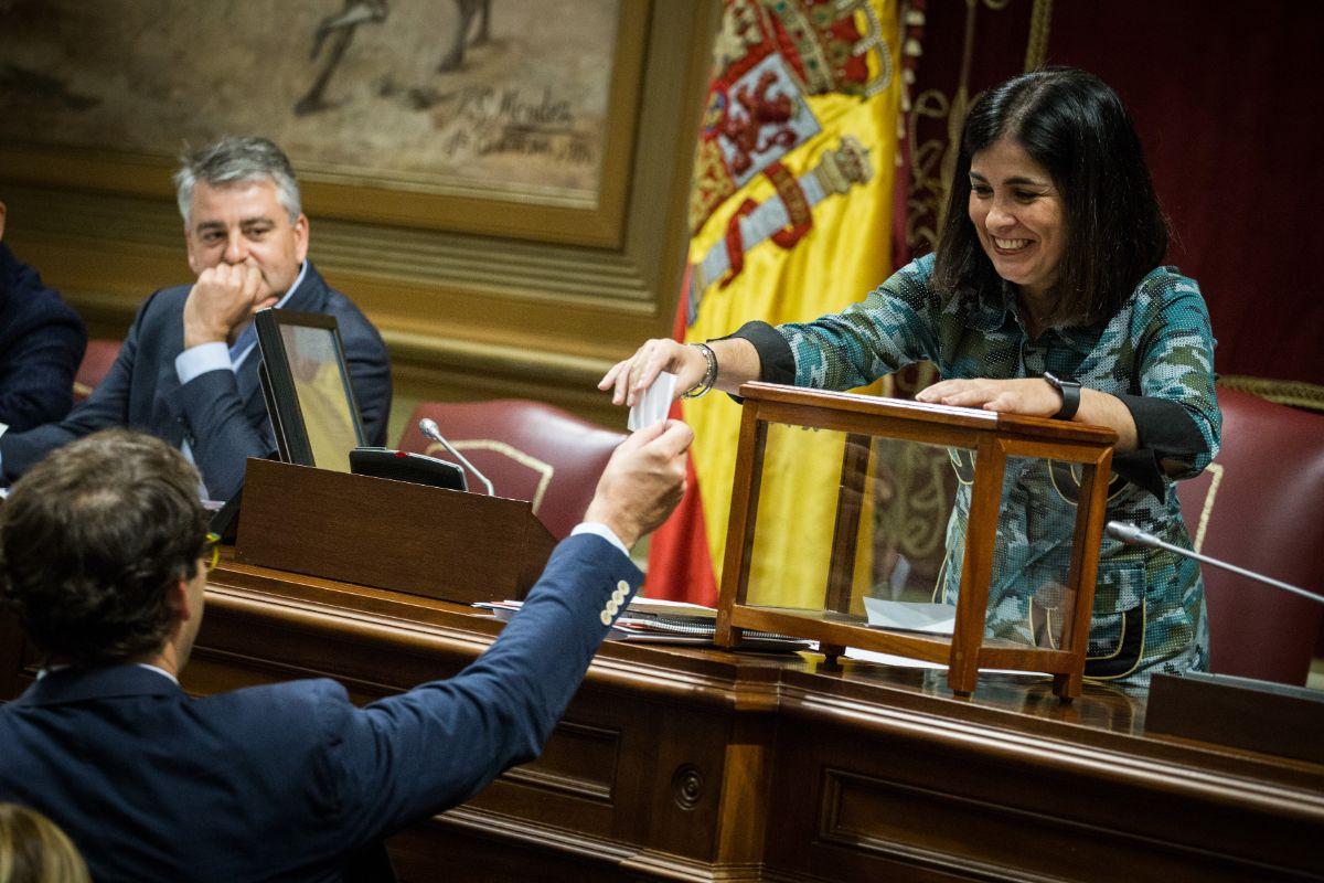 Pleno del Parlamento de Canarias durante la votación para cubrir las vacantes del consejo rector de RTVC | Foto: Andrés Gutiérrez