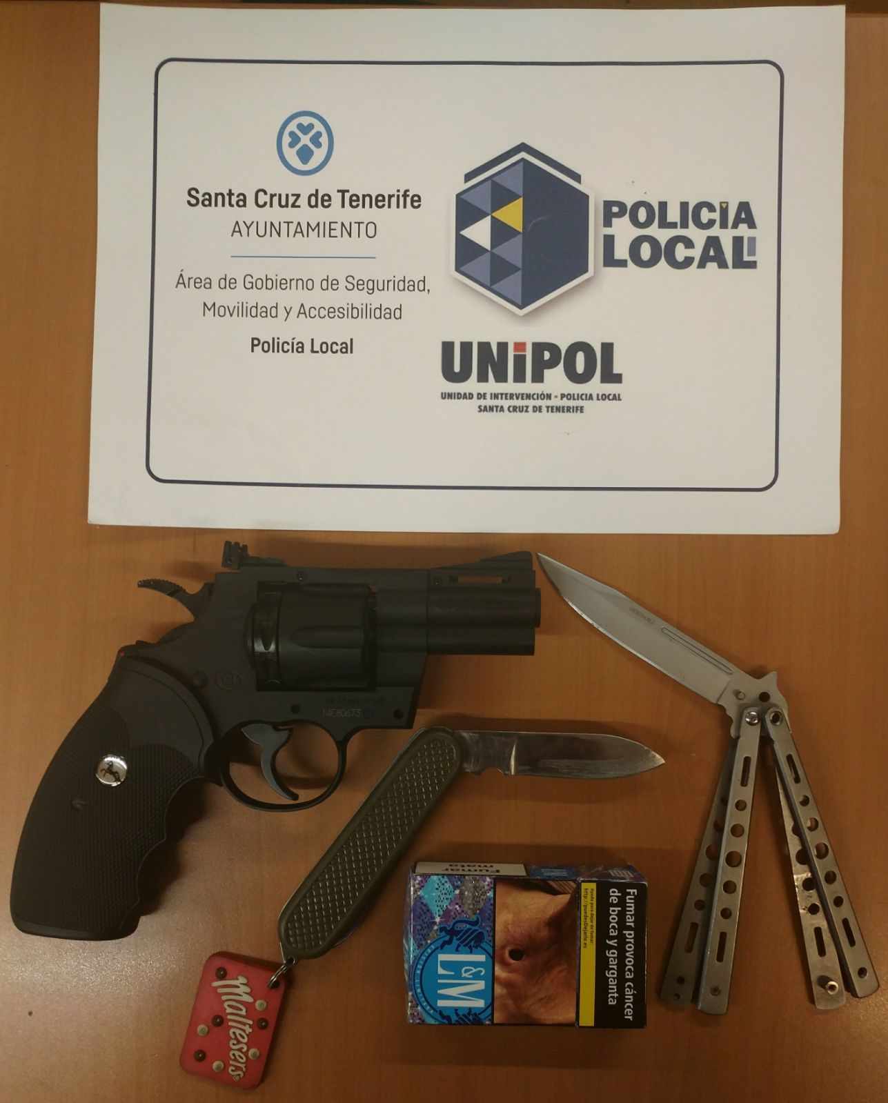 Foto del arma simulada | TWITTER (Policía Local)