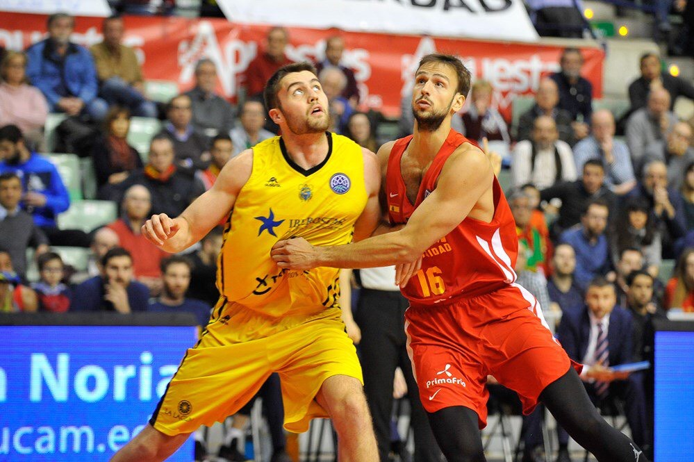 Iberostar Tenerife frente al UCAM Murcia. / FIBA