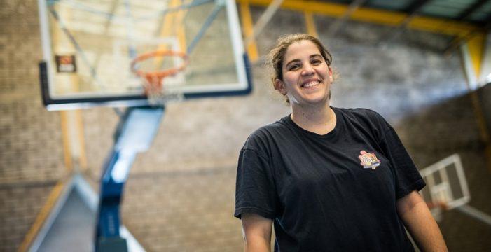 """María Sosa, entrenadora de baloncesto: """"Siempre creen que mi ayudante, por ser hombre, es el primer entrenador"""""""