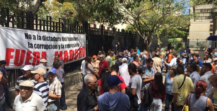 La oposición toma el pulso a la calle en rechazo a las elecciones