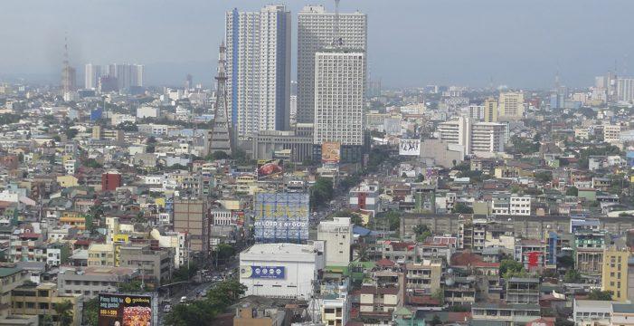 Al menos cuatro muertos y una veintena de personas atrapadas en el incendio en un hotel de Manila