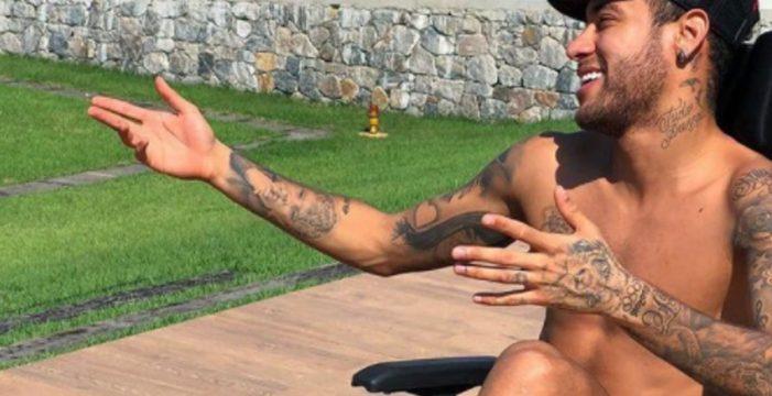 Neymar se despide de Stephen Hawking con una frívola imagen en Twitter