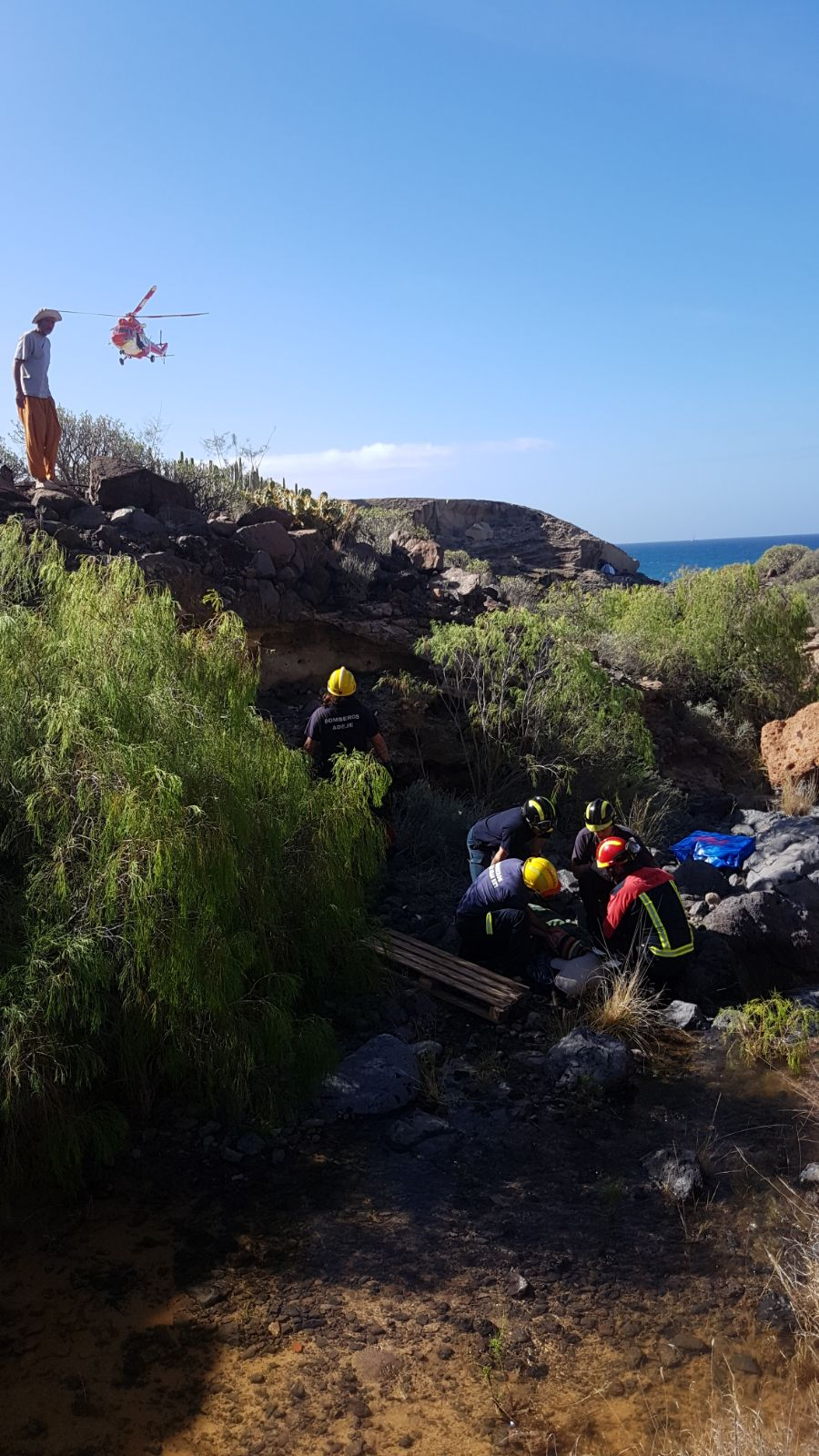 Rescate de un menor herido en Adeje. / BOMBEROS DE TENERIFE