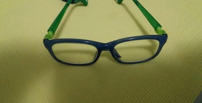 Inaudito: un árbitro impide jugar al fútbol a un niño de 9 años por sus gafas