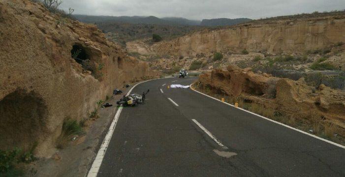 Un ciclista muerto y un motorista grave en una colisión frontal en Tenerife
