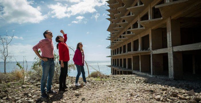 El sellado del hotel de Añaza, primer paso para su demolición