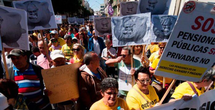 Miles de pensionistas toman Santa Cruz por unas pensiones dignas