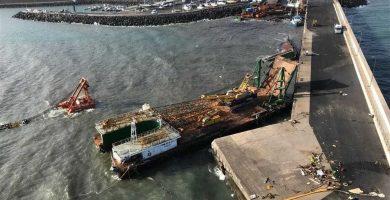 Muelle de Gran tarajal, en Fuerteventura, tras el derrame. / EP