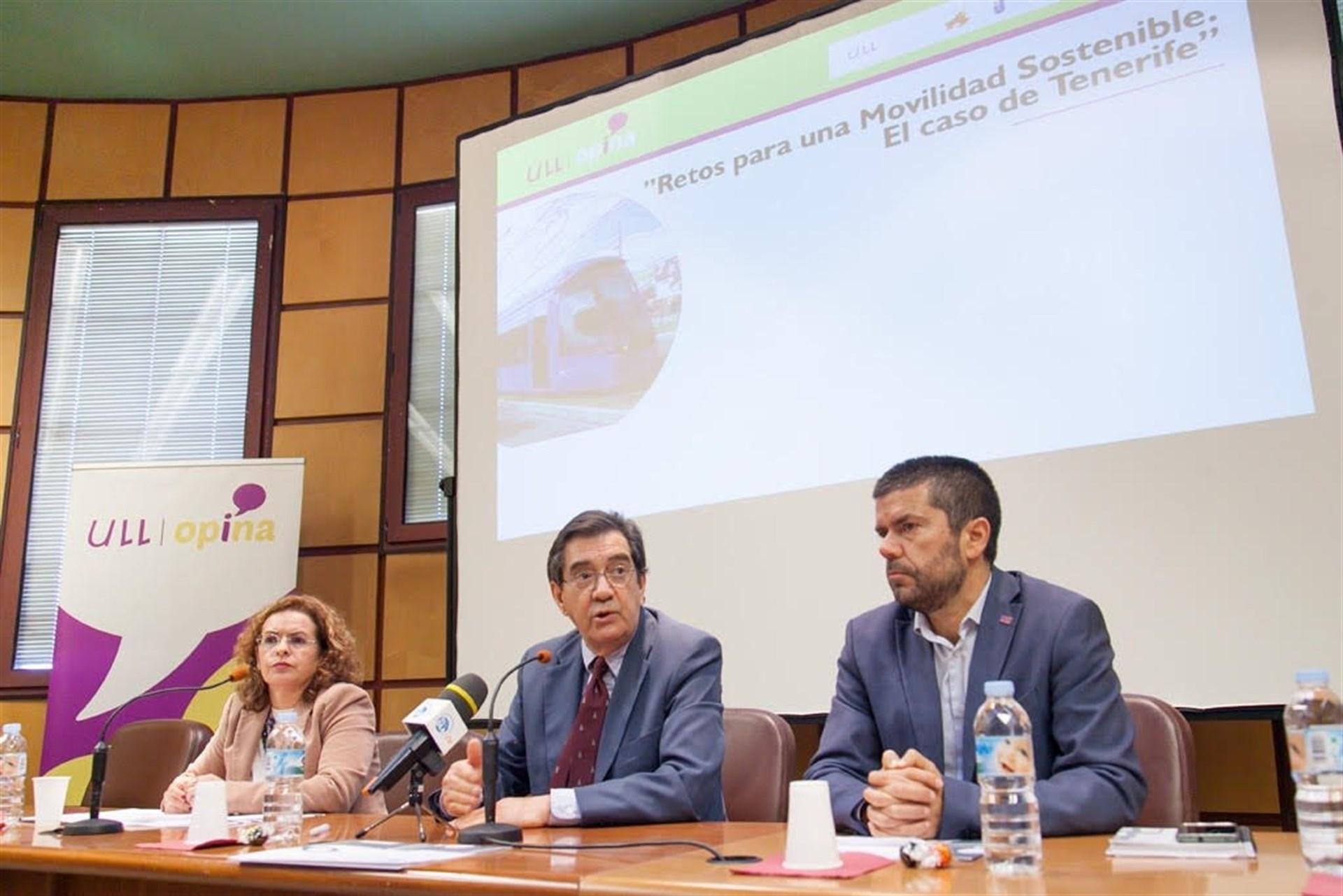 Rosa González, durante su ponencia. / EP