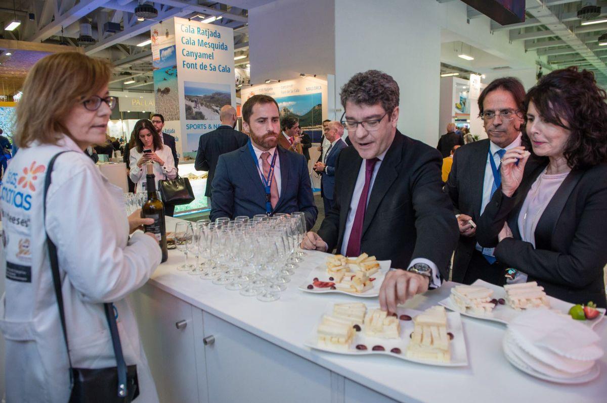 El ministro de Turismo, Álvaro Nadal, participó en la promoción de los productos locales a través de las degustaciones en la feria ITB de Berlín. DA