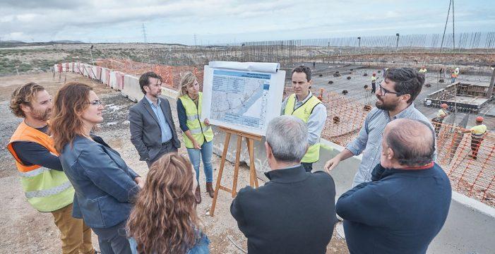 El Cabildo construye un depósito de agua desalada para la zona costera de Arico