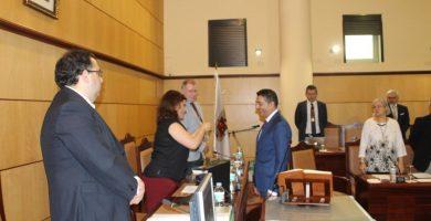 Celedonio Castro, exedil y expersonal de confianza de CC, reeditó ayer el juramento como concejal. DA