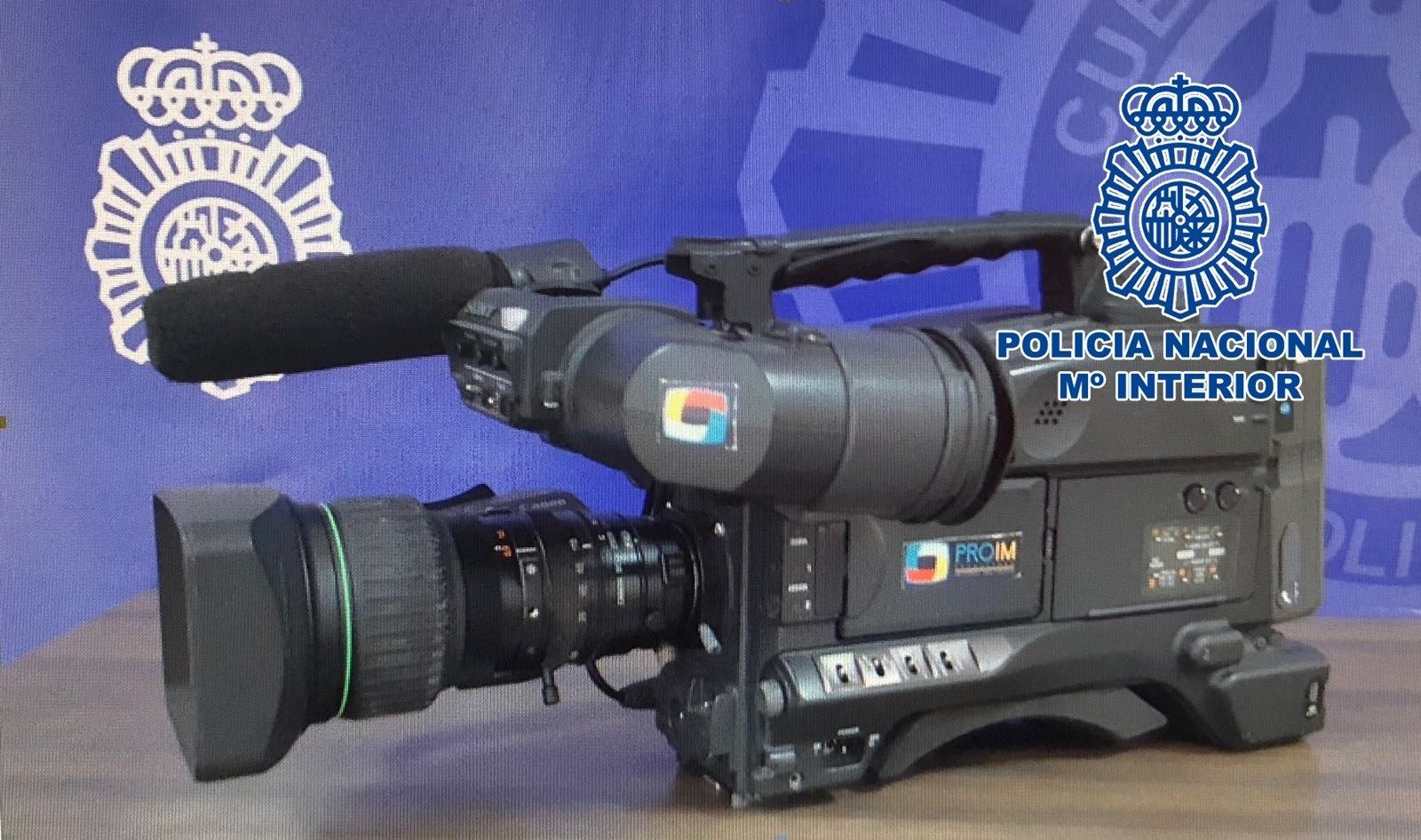 Una cámara profesional de televisión, entre los objetos recuperados por la Policía Nacional durante el Carnaval de Santa Cruz de Tenerife. | DA