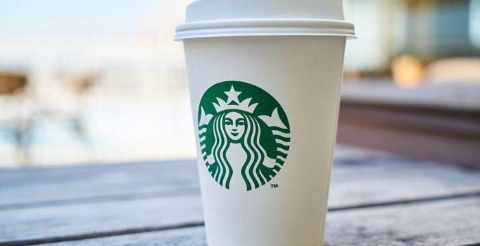 Starbucks, entre otras, deberá advertir en sus vasos sobre sustancias cancerígenas en su café