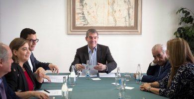 Canarias negociará con las aerolíneas para reducir los precios