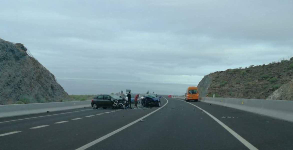 Colisión frontal en la TF-46 | TWITTER (TenerifeVial)