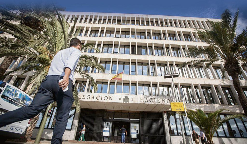 La Oficina del Catastro tinerfeño se encuentra en el edificio que alberga la Delegación de Hacienda en la capital. Fran Pallero