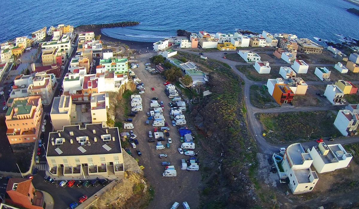 Vista aérea del barranco de Las Eras ocupado por las caravanas. DA