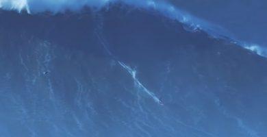 Rodrigo Koxa en la ola más alta jamás surfeada. / WSL Big Wave Awards