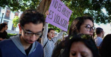 Imagen de archivo de la manifestación que tuvo lugar en Santa Cruz de Tenerife a finales de abril contra la sentencia de La Manada. | Foto: Andrés Gutiérrez