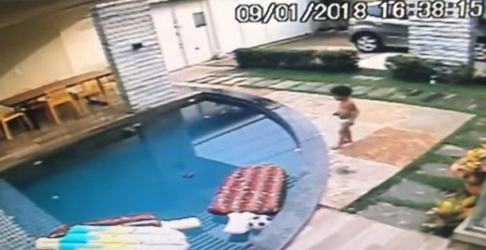 La increíble hazaña de este niño tras ver caer al agua a su hermano pequeño
