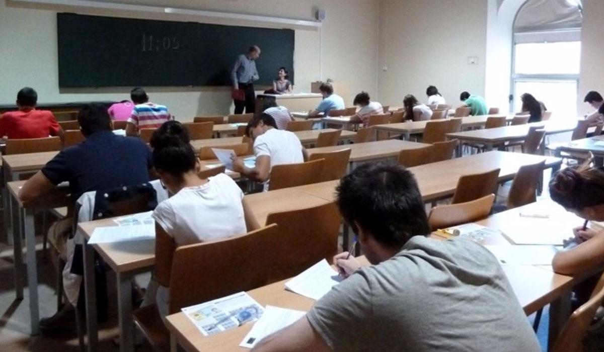 Medidas anticrisis como subir la ratio de alumnos por maestro siguen en vigor, para desesperanza de los docentes. DA