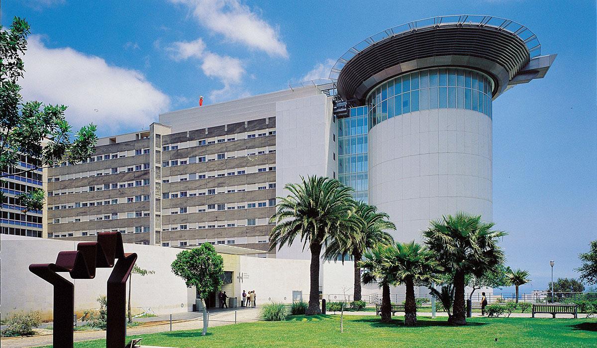 Los trabajadores han criticado la negociación por parte de la Gerencia del centro sanitario. DA