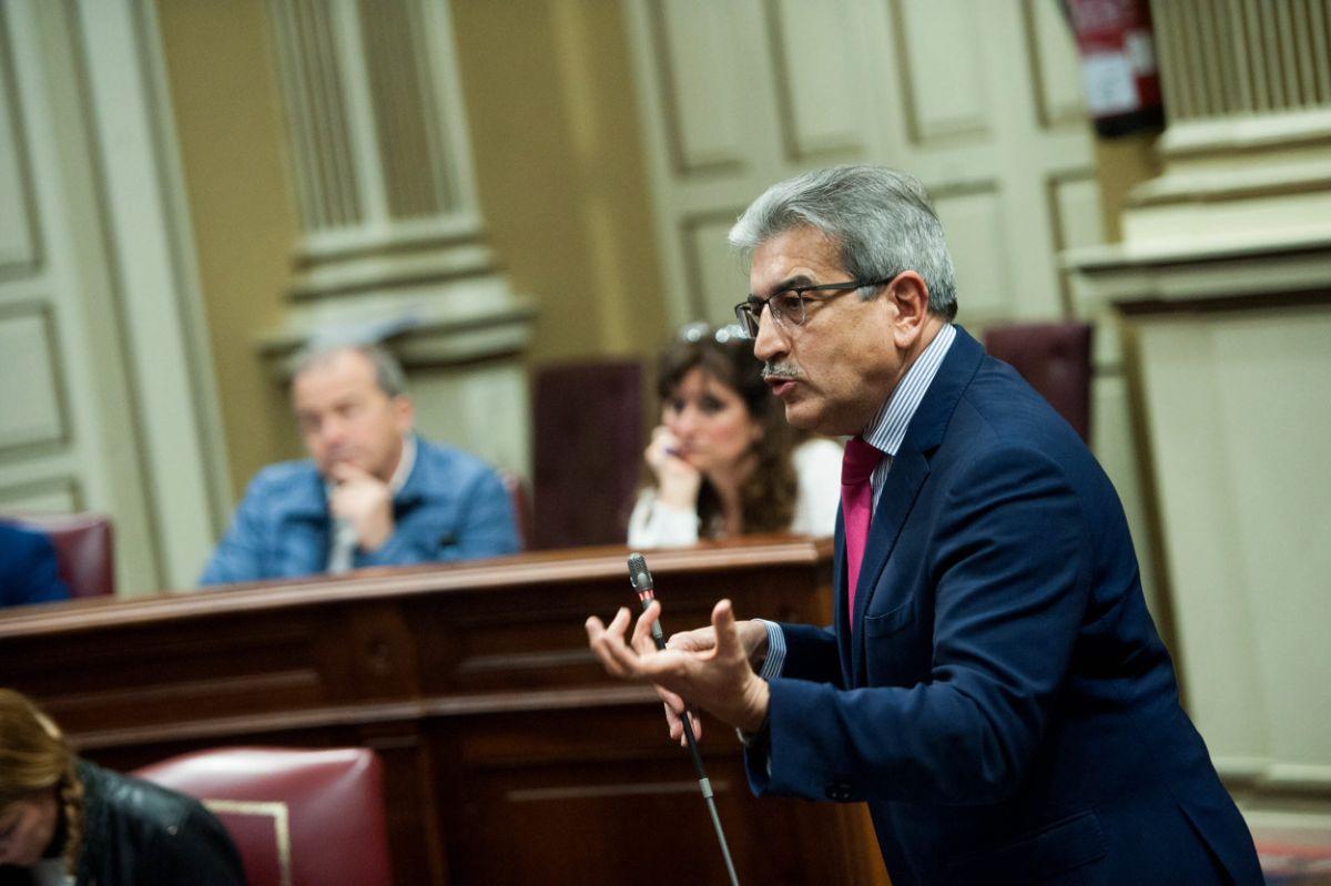 El presidente de NC y portavoz parlamentario, Román Rodríguez, en un pleno. Fran Pallero