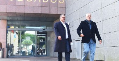 El alcalde descarga en los subordinados y no responde a las acusaciones populares