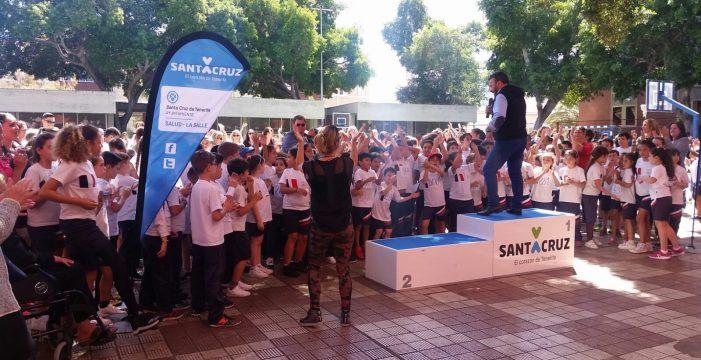 El colegio Tomé Cano reparte en el barrio 800 kilos de solidaridad