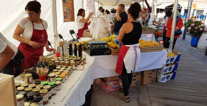El Mercado del Agricultor lleva sus productos a Los Cristianos