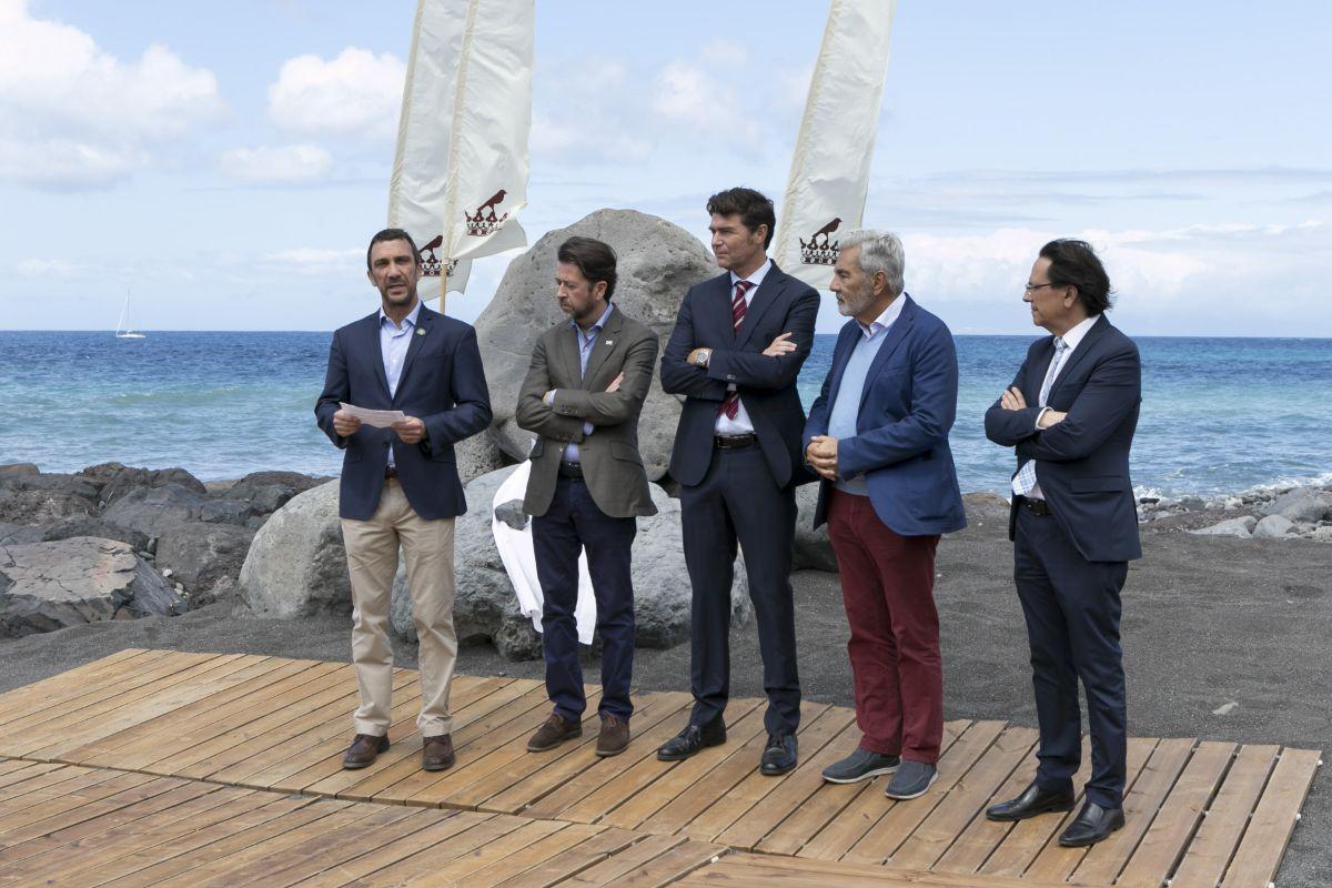 Al acto de inauguración de la playa asistieron representantes de las Administraciones central, autonómica, insular y municipal. DA