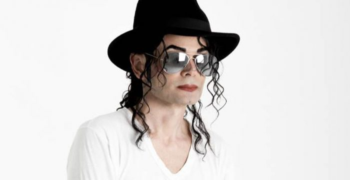 Gus, el canario que cada noche 'resucita' a Michael Jackson
