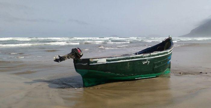 Interceptados once inmigrantes de una patera que llegó a Lanzarote con cuatro fardos de hachís