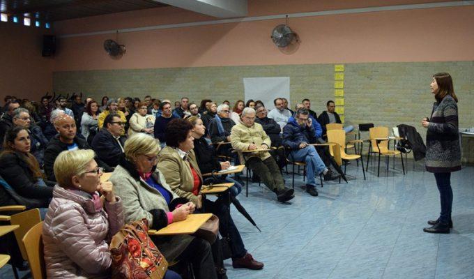 Primer encuentro de vecinos y técnicos para preparar los presupuestos participativos