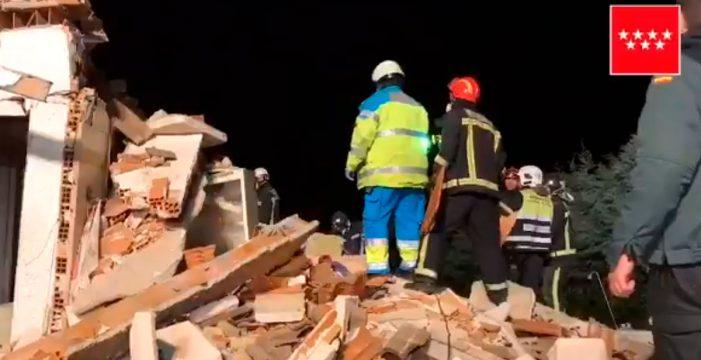 Así rescataron a una pareja de ancianos entre los escombros tras una explosión de gas en Madrid