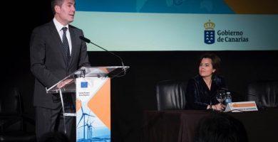 Fernando Clavijo y Soraya Sáenz de Santamaría, en la clausura del seminario sobre las RUP celebrado en Tenerife. | EP