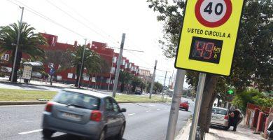El radar ubicado en la avenida de Los Menceyes, a la altura de Barrio Nuevo, registra que el 62,3% de los vehículos supera la velocidad máxima. Sergio Méndez