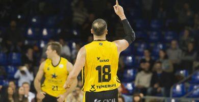 Vasileiadis debutó en el Palau Blaugrana sin tiempo para poder serigrafiar su nombre en la camiseta. ACB Media