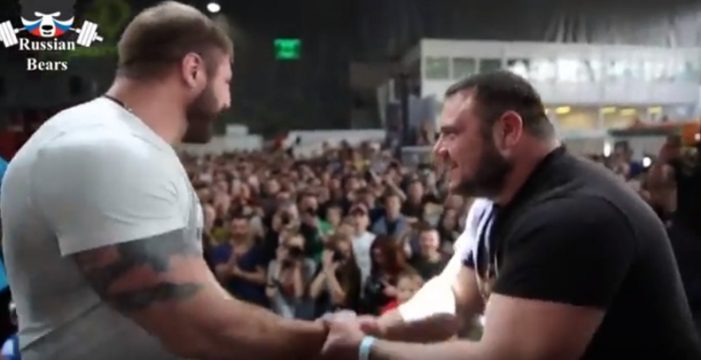 Miles de personas ven el campeonato de tortazos