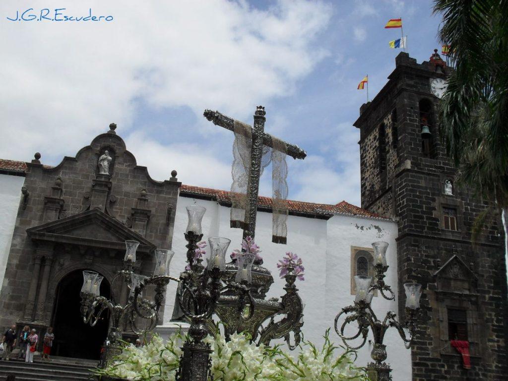 En la solemne procesión de la Santa Cruz Gloriosa, orgullo pueblo palmero.   Foto: J.G.R.E.