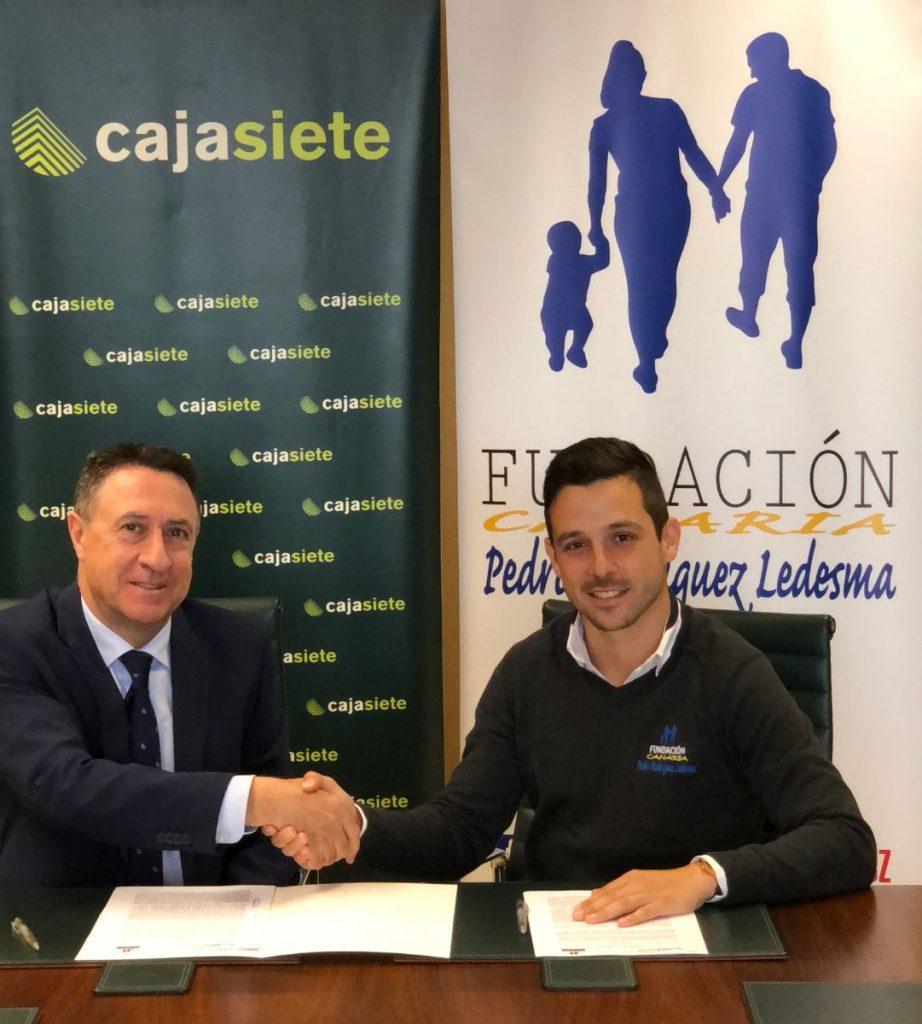 Fernando Berge, de la Fundación Canaria Cajasiete-Pedro Modesto Campos, y Aitor Marrero, de la Fundación Canaria Pedro Rodríguez Ledesma. | DA