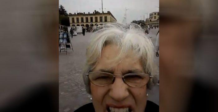 La cámara pasa a modo 'selfie' y el mundo entero se ríe con estas señoras