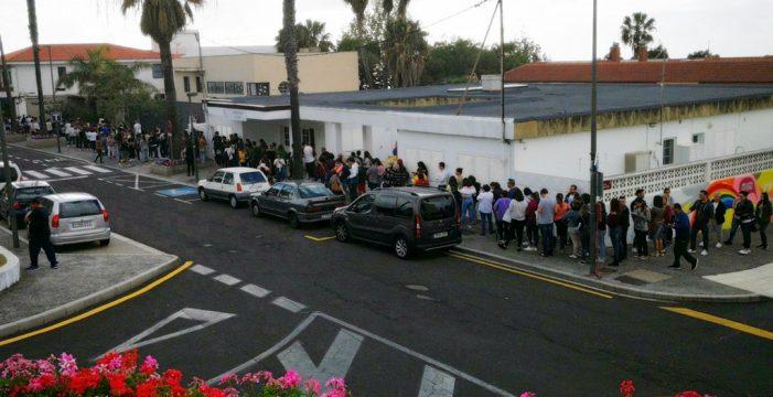 Ocho horas firmando: César Brandon desata la locura en Tenerife