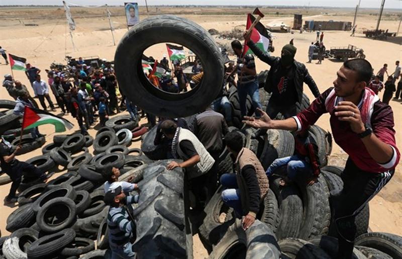 Enfrentamientos en Gaza durante los funerales por los palestinos muertos durante la protesta por el traslado de la Embajada de EEUU. / EP