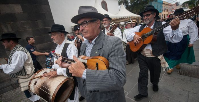 Los chicharreros disfrutan de folclore, tradición y gastronomía