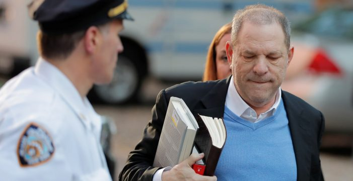 Harvey Weinstein, en libertad con cargos bajo fianza de un millón de dólares