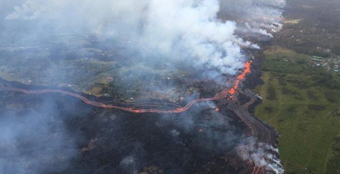 Un nuevo flujo de lava del volcán Kilauea se dirige hacia una planta geotérmica