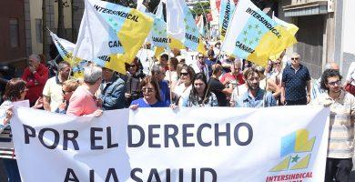 """Miles de personas salen a la calle en Tenerife para exigir una sanidad de """"calidad"""""""